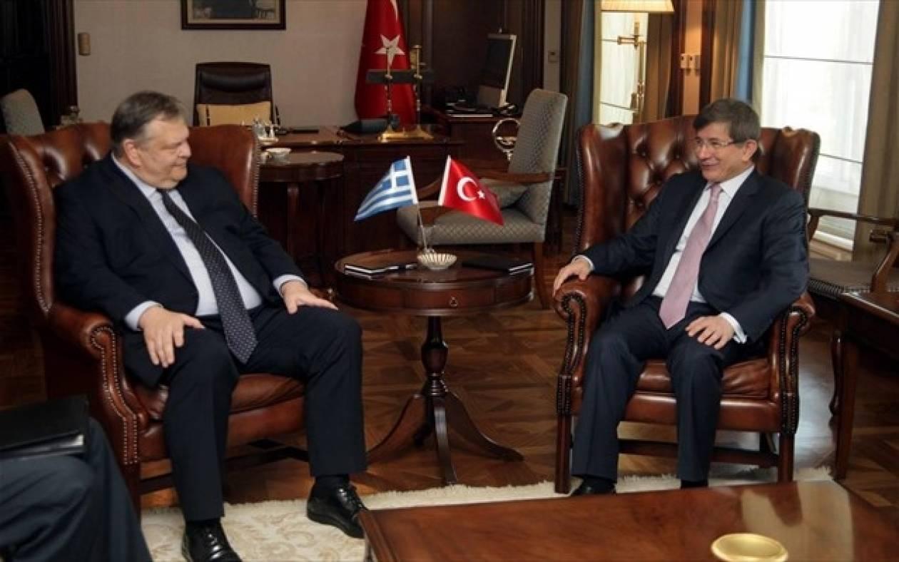 Τουρκία: Τηλεφωνική επικοινωνία  Νταβούτογλου - Βενιζέλου