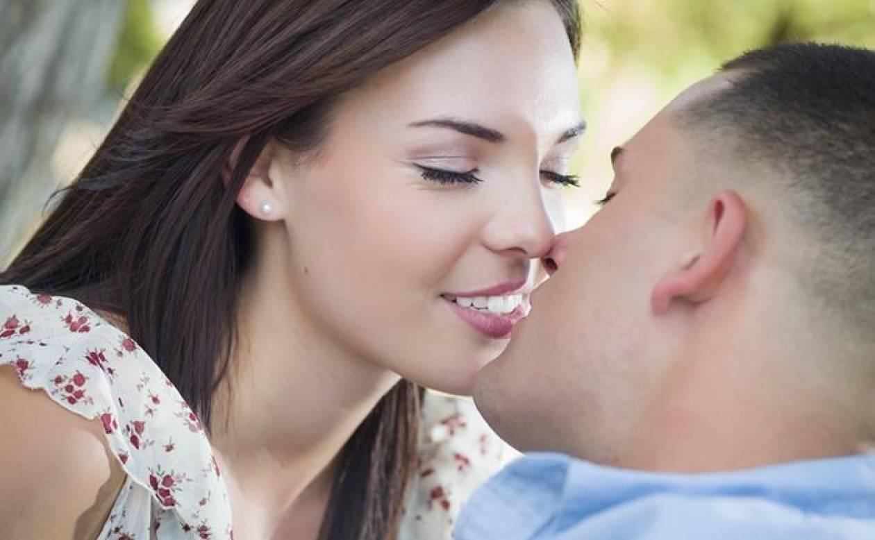 Λοιμώδης μονοπυρήνωση: Η νόσος που μεταδίδεται από τα φιλιά