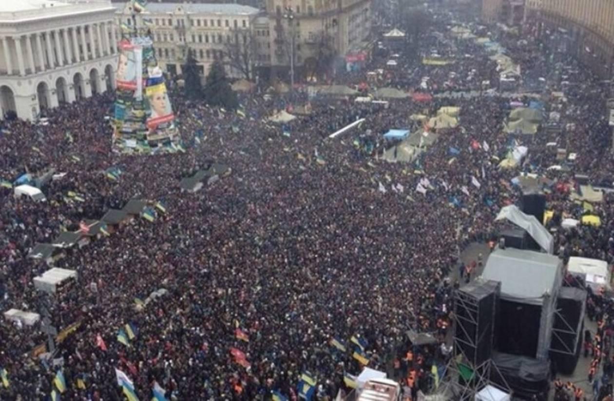 Δεκάδες χιλιάδες στους δρόμους του Κιέβου