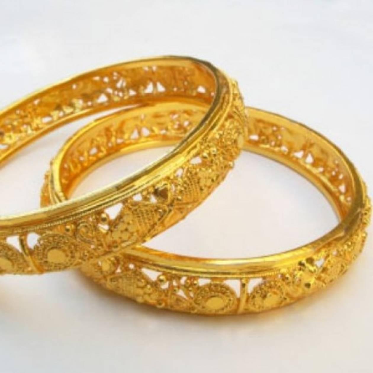 Πώς να κάνετε τα χρυσά σας κοσμήματα να λάμπουν