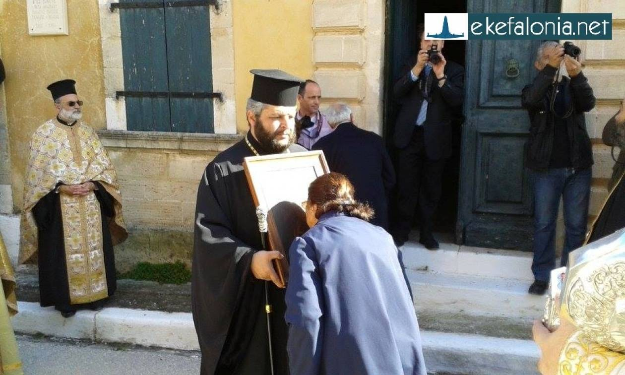Το Ληξούρι γιορτάζει τον προστάτη του με δάκρυα και προσευχές (pics)