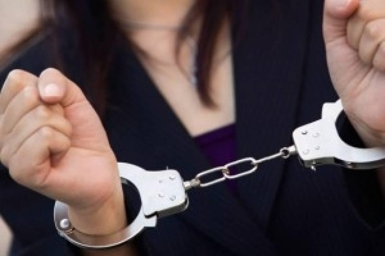 Σύλληψη 75χρονης για χρέη στο Δημόσιο