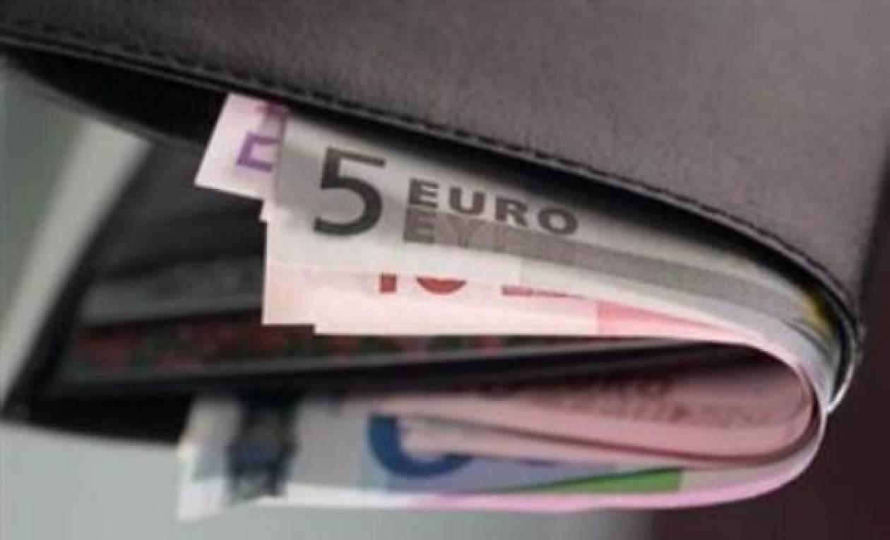 Βρήκε πορτοφόλι ... με ένα μισθό και το παρέδωσε!