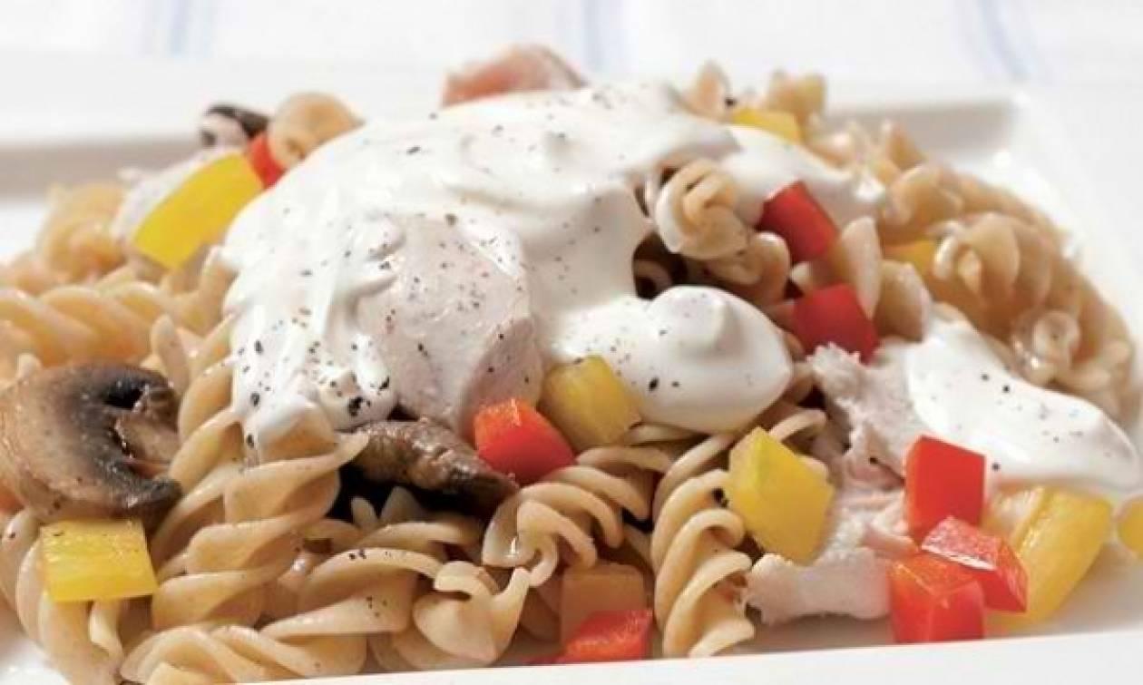 Συνταγή για βίδες με σως γιαουρτιού σε 5 λεπτά!