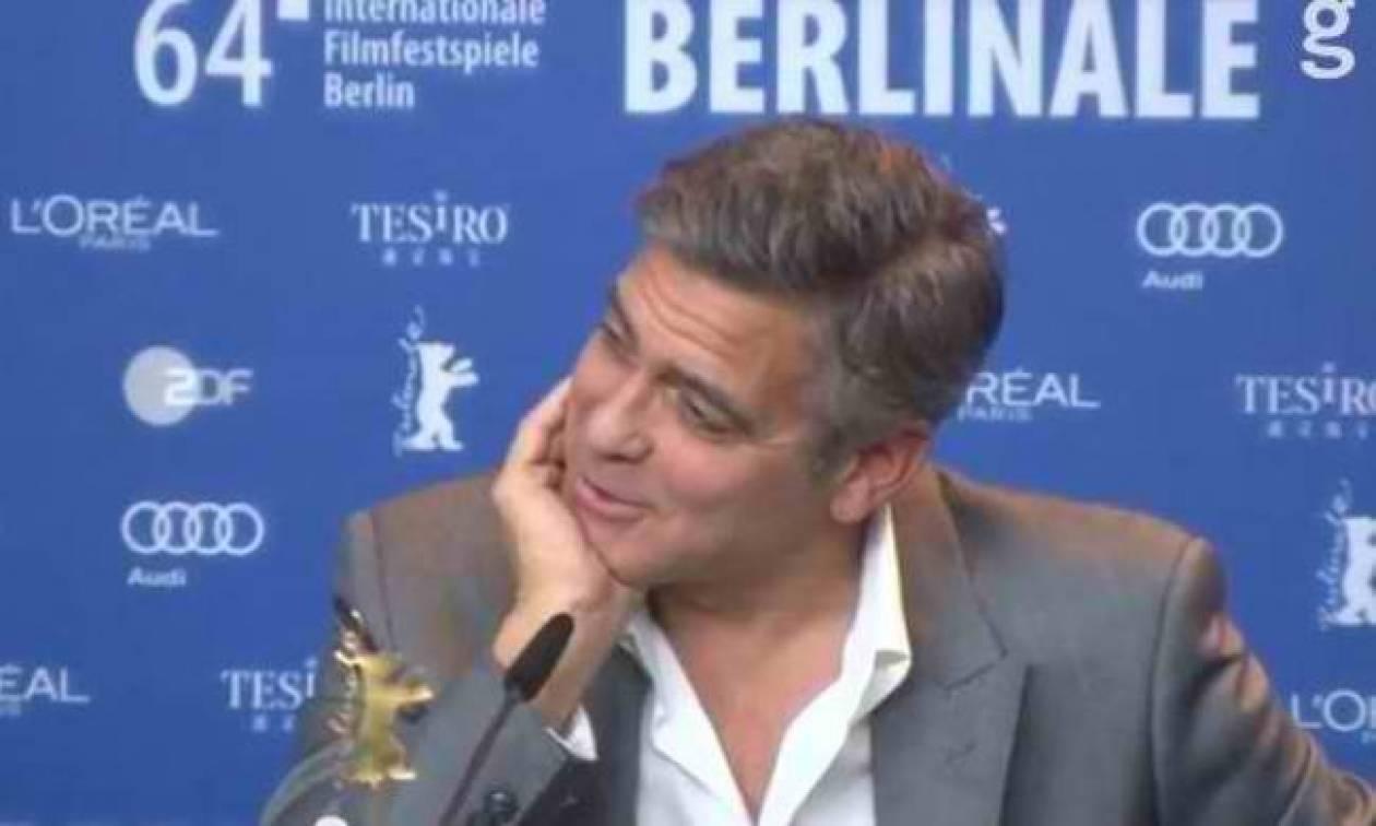 Αυτή είναι η δημοσιογράφος που ρώτησε τον Clooney για...