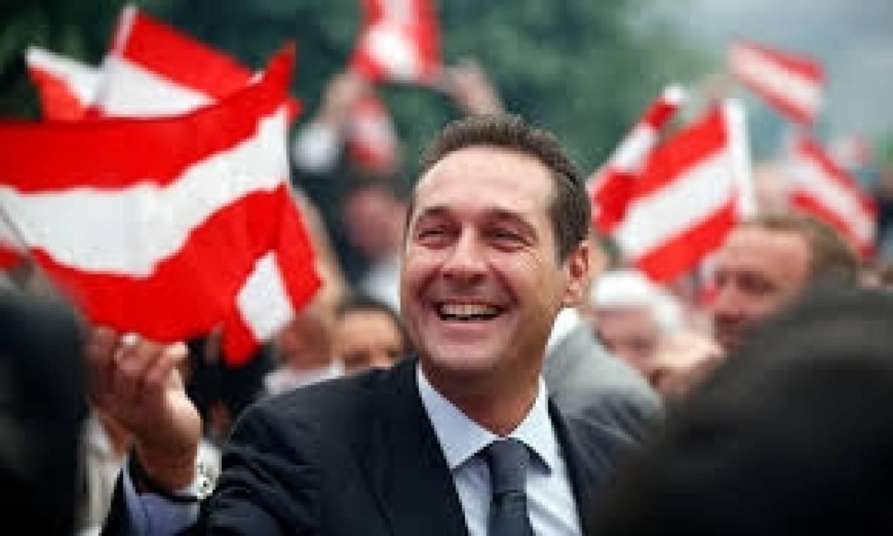 Δημοψήφισμα αλά Ελβετία ζητά ο αρχηγός της αυστριακής Ακροδεξιάς