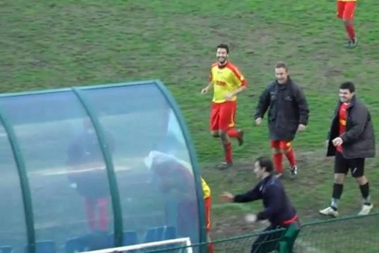 Απίστευτο: Ποδοσφαιριστής σκοράρει και σπάει τον πάγκο με το κεφάλι!