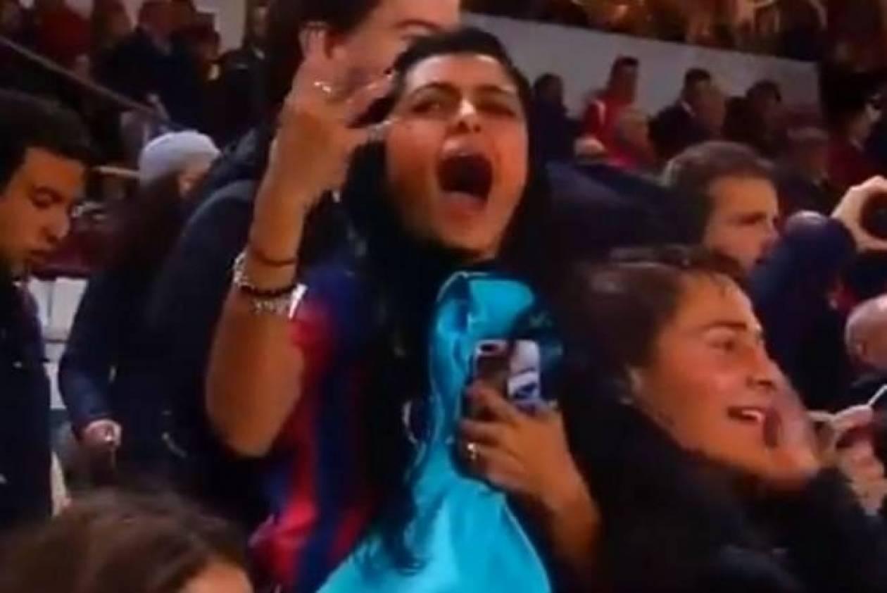 Μπαρτσελόνα: Σέξι γυναίκα οπαδός έπαθε… υστερία λόγω Ινιέστα! (video)
