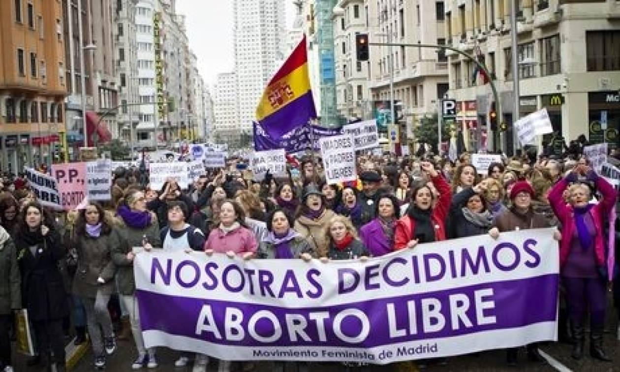 Αναταραχή στην Ισπανία φέρνει νομοσχέδιο για τις αμβλώσεις