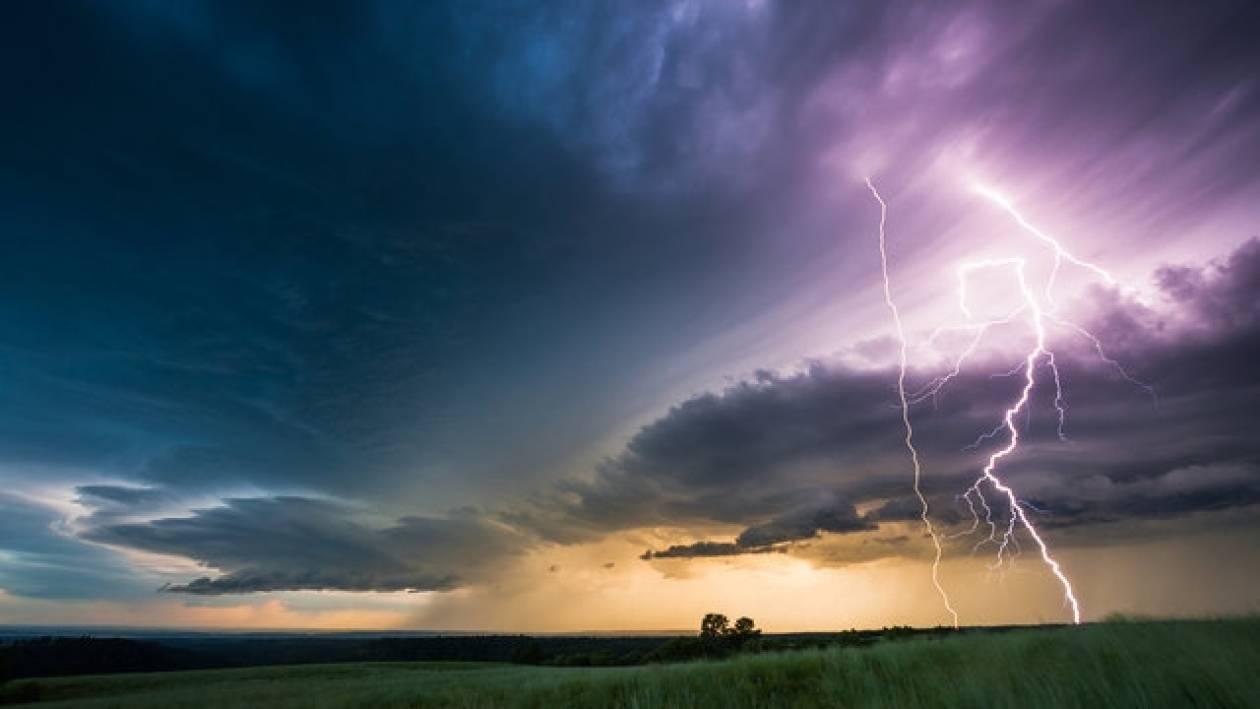 Εκπληκτικές εικόνες! Ο σχηματισμός καταιγίδας (vid)