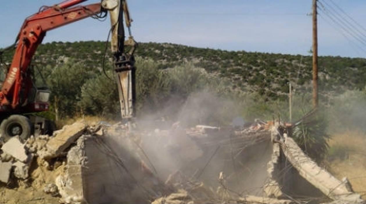 Πάτρα: Γκρεμίζουν μέρος γηπέδου για να χτίσουν οίκο ανοχής