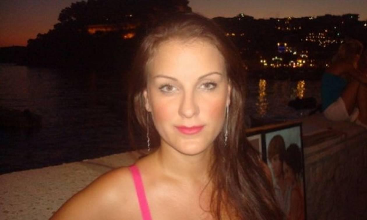 Η έκκληση της 31χρονης Ρούλας για να βρει τη δίδυμη αδερφή της