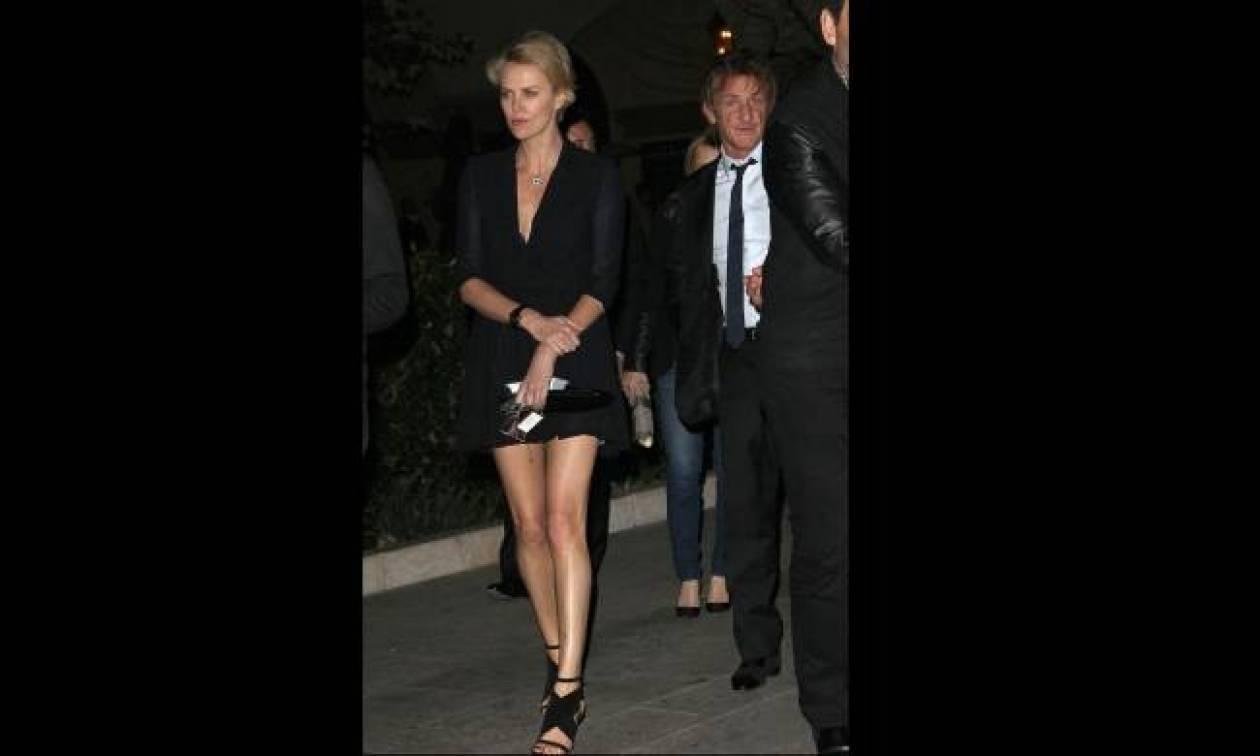 Τα δίμετρα πόδια της Charlize!