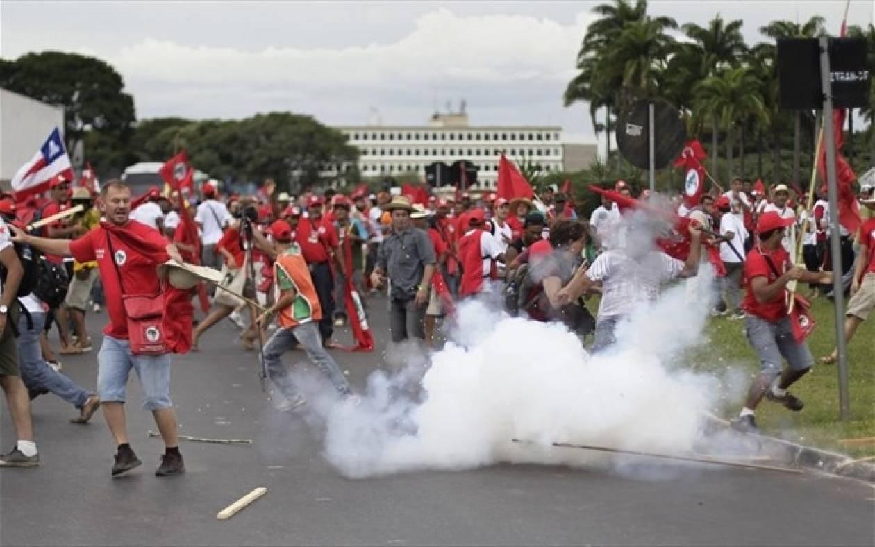 Συγκρούσεις μεταξύ αστυνομικών και αγροτών στη Βραζιλία