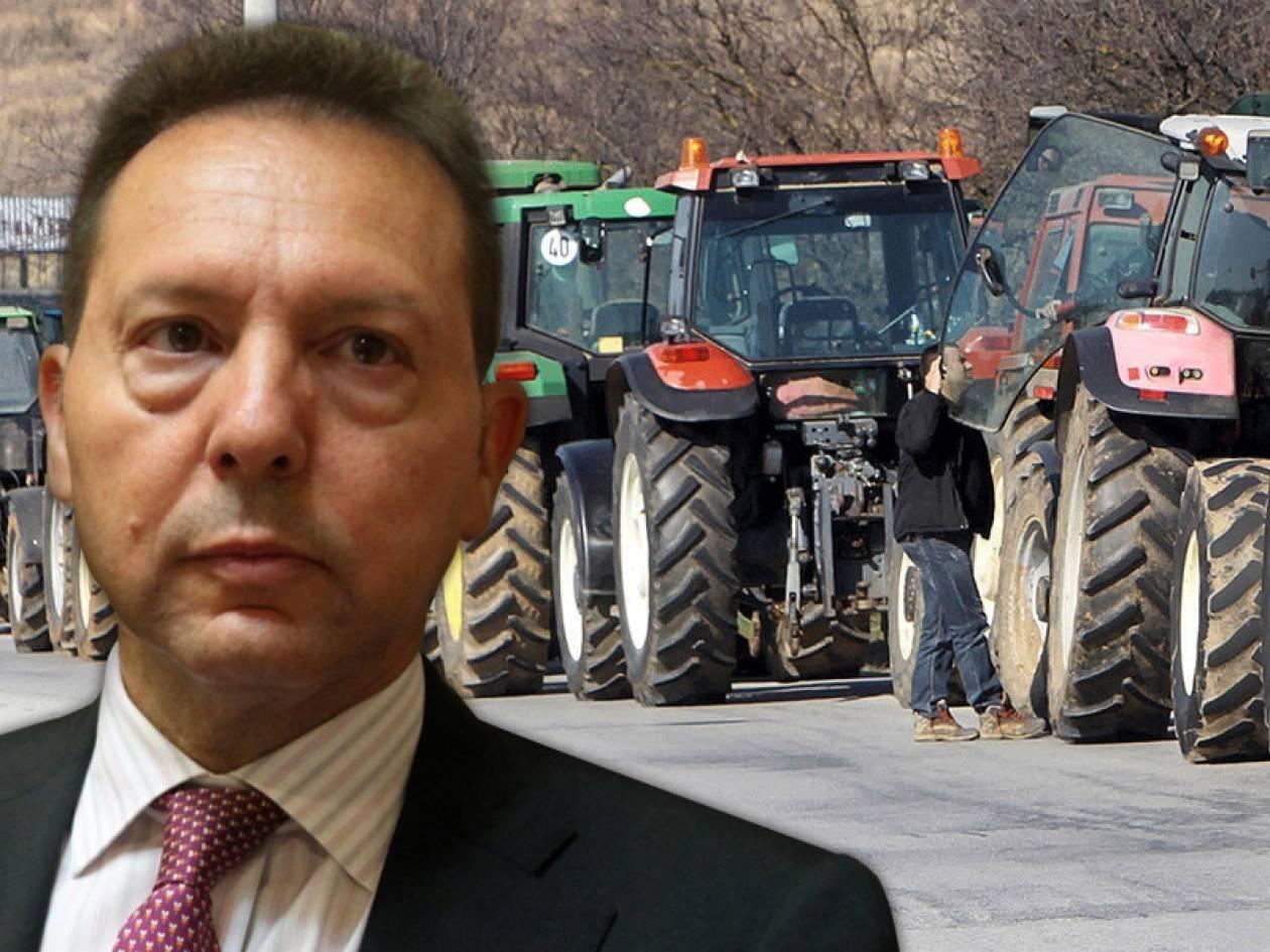 Σε εξέλιξη η συνάντηση Στουρνάρα- αγροτών
