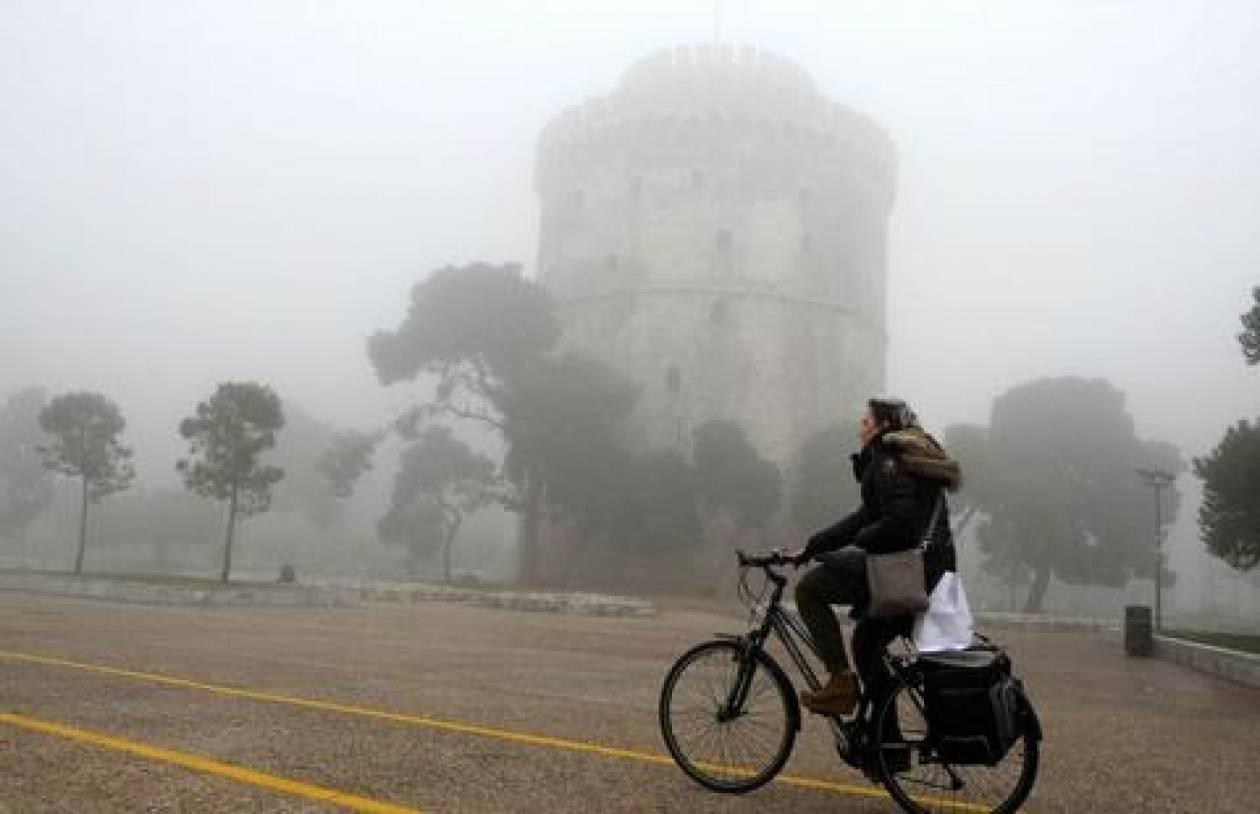 Ομίχλη καλύπτει από τα ξημερώματα τη Θεσσαλονίκη