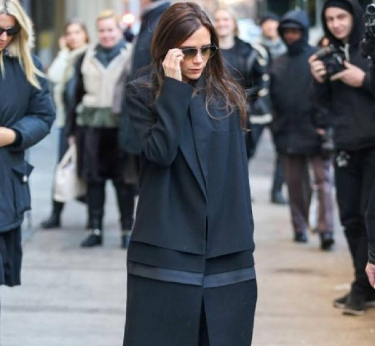 Η Victoria Beckham φοράει flat παπούτσια στους δρόμους της Nέας Υόρκης
