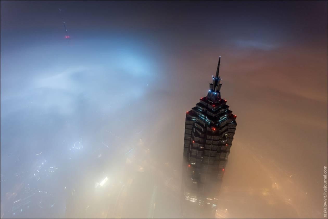 Βίντεο ΑΚΑΤΑΛΛΗΛΟ για υψοφοβικούς: Στην κορυφή του ουρανοξύστη