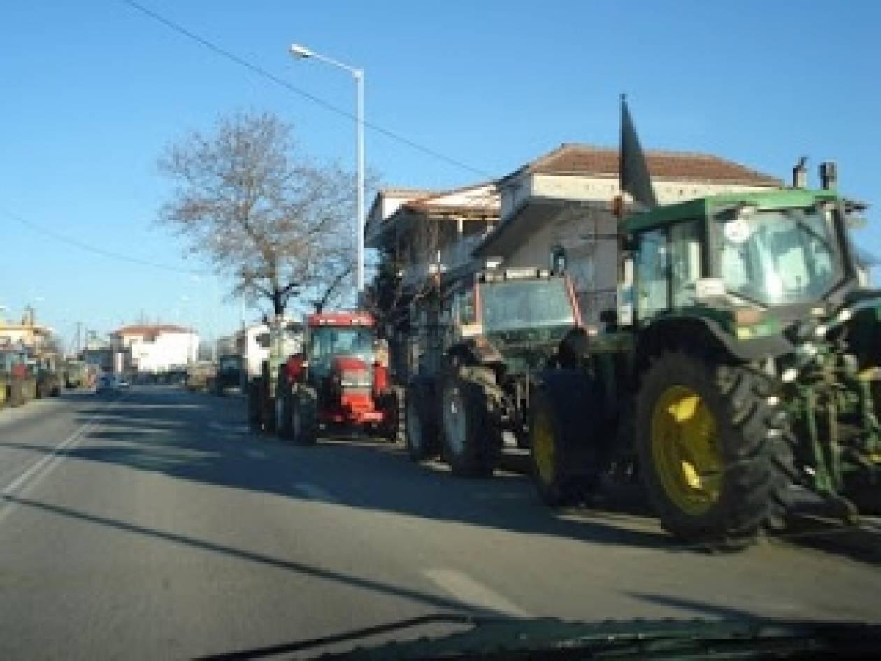 Αγρότες διέκοψαν για μισή ώρα την κυκλοφορία στην Αθηνών - Λαμίας