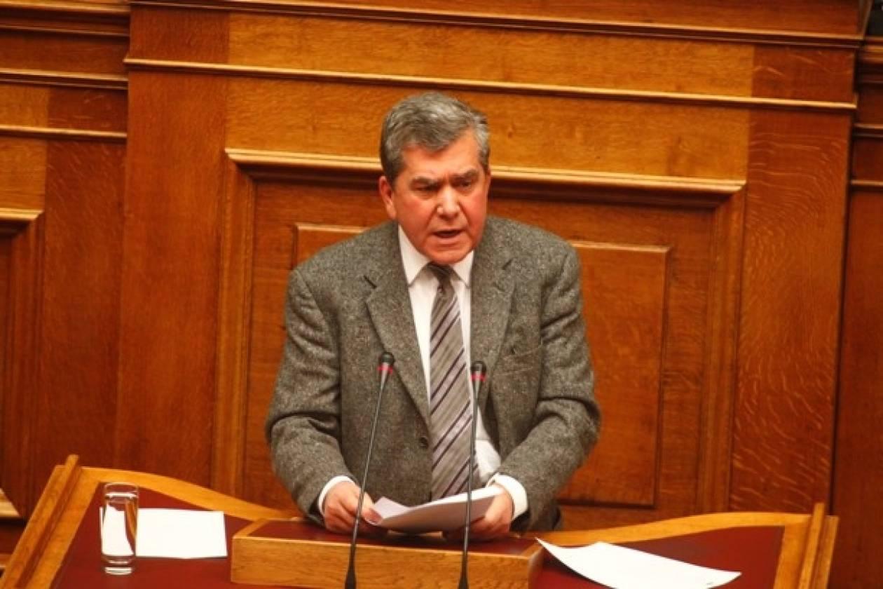 Μητρόπουλος: Ακρωτηριασμός του κράτους με μαζικές απολύσεις