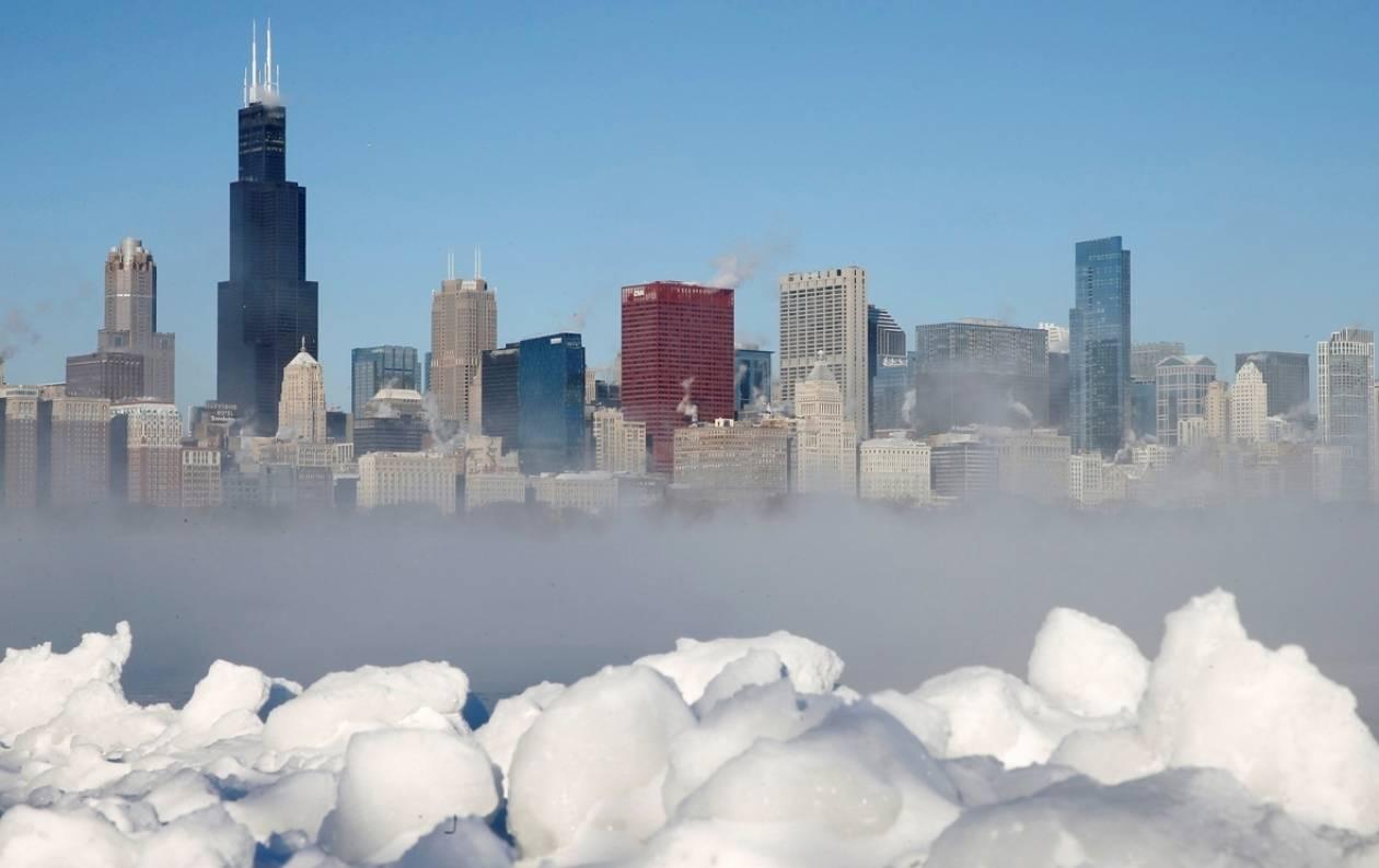 ΗΠΑ: 49 πολιτείες δίνουν μάχη με το χιόνι και το κρύο!