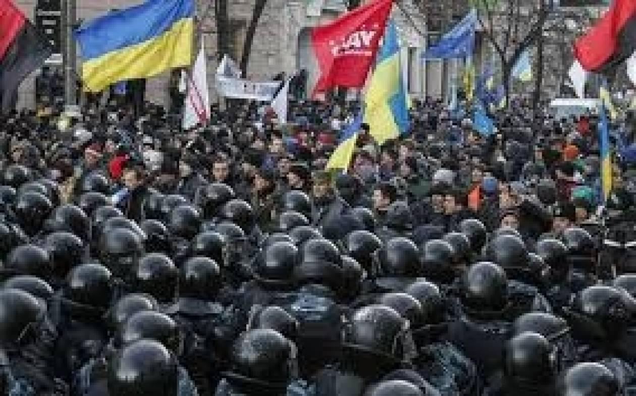 Ουκρανία: Εκατοντάδες διαδηλωτές αποφυλακίστηκαν