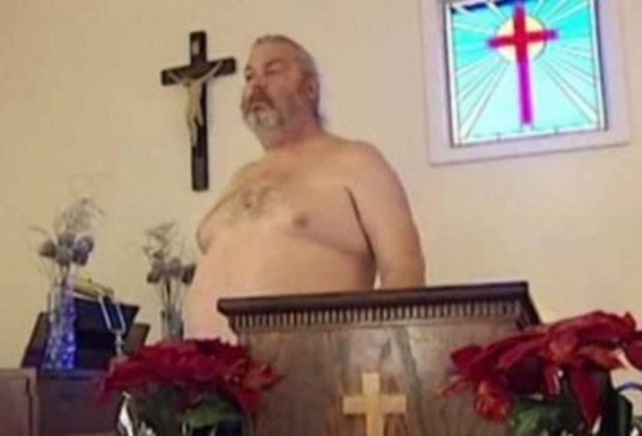 Γυμνός πάστορας καλεί το ποίμνιό του να πλησιάσει τον Θεό (pics +vid)