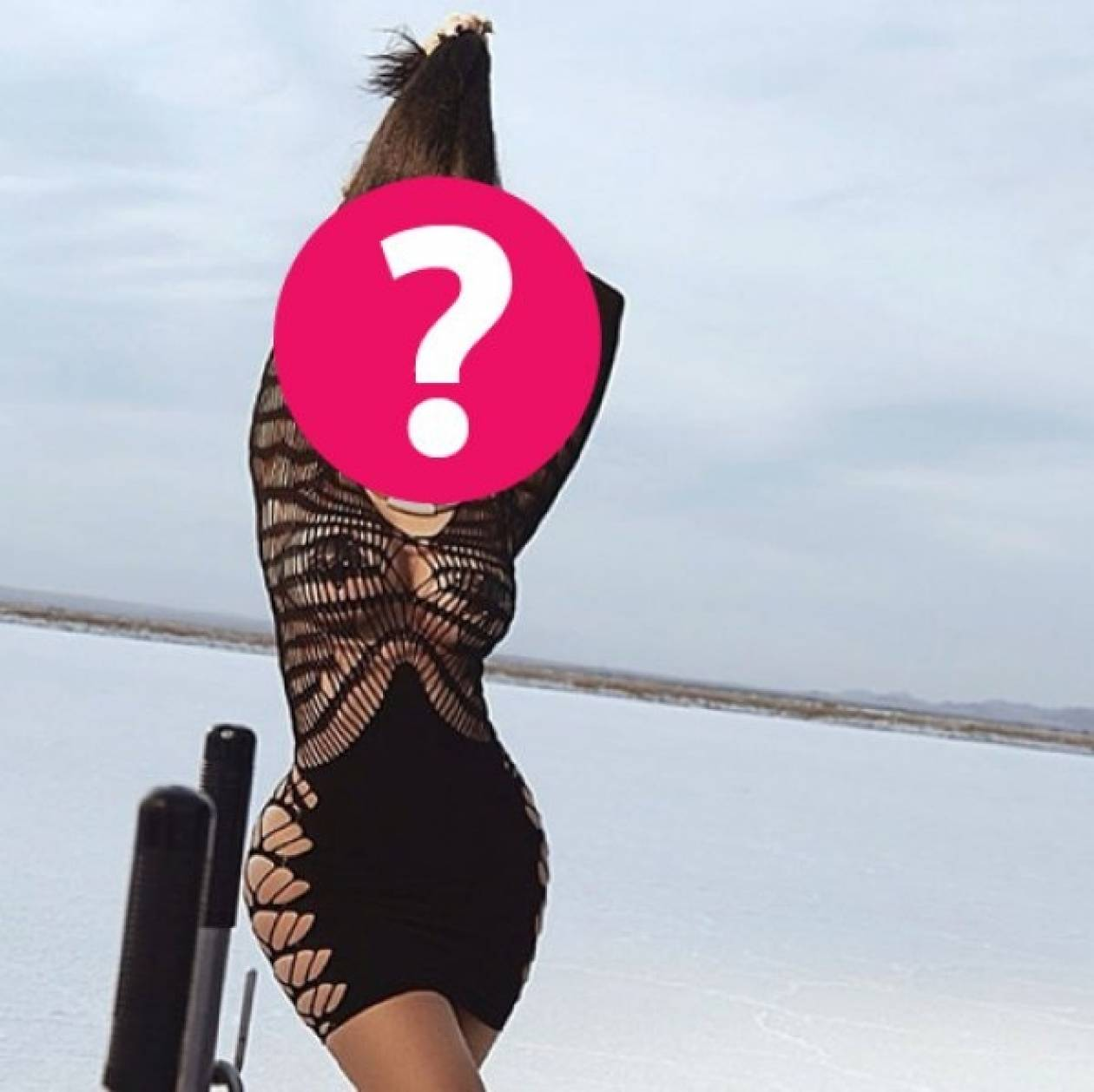 Το sexy φόρεμα που αφήνει ακάλυπτα τα επίμαχα σημεία