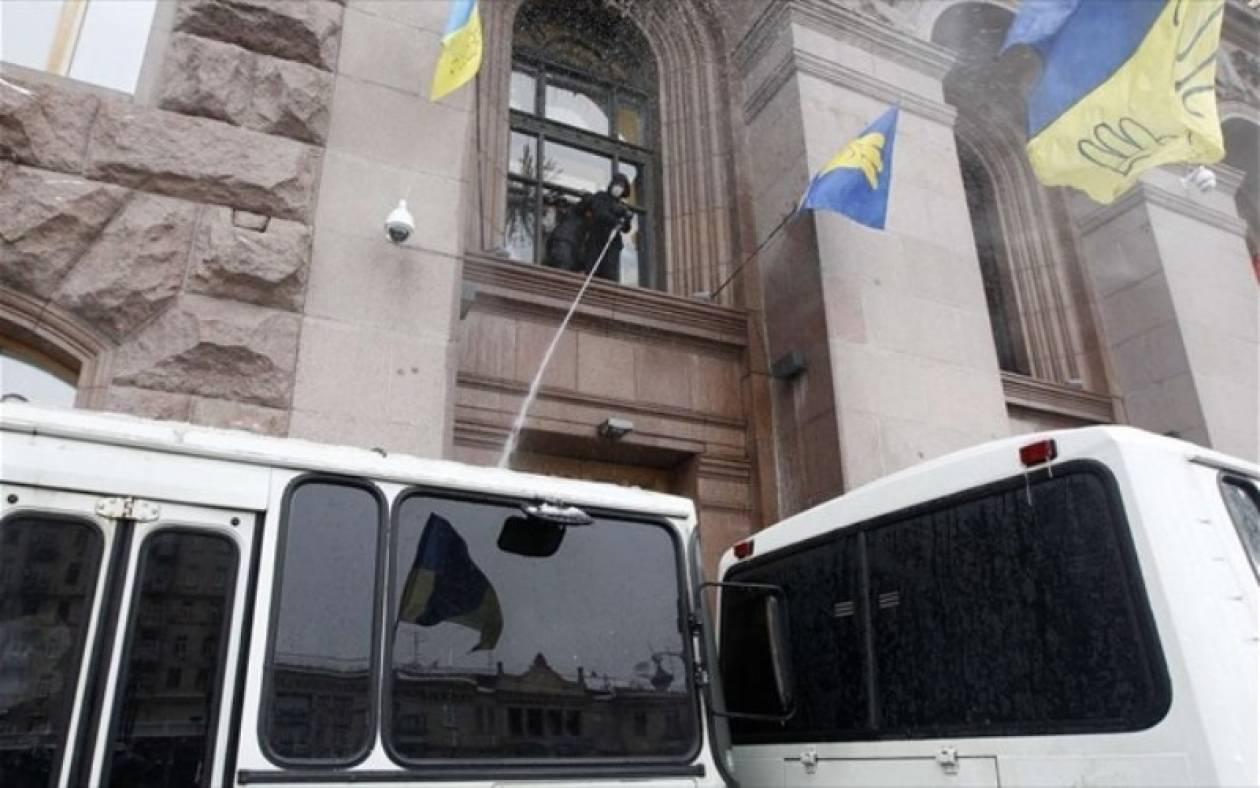 Κίεβο: Ο διαδηλωτές εκκένωσαν το δημαρχείο