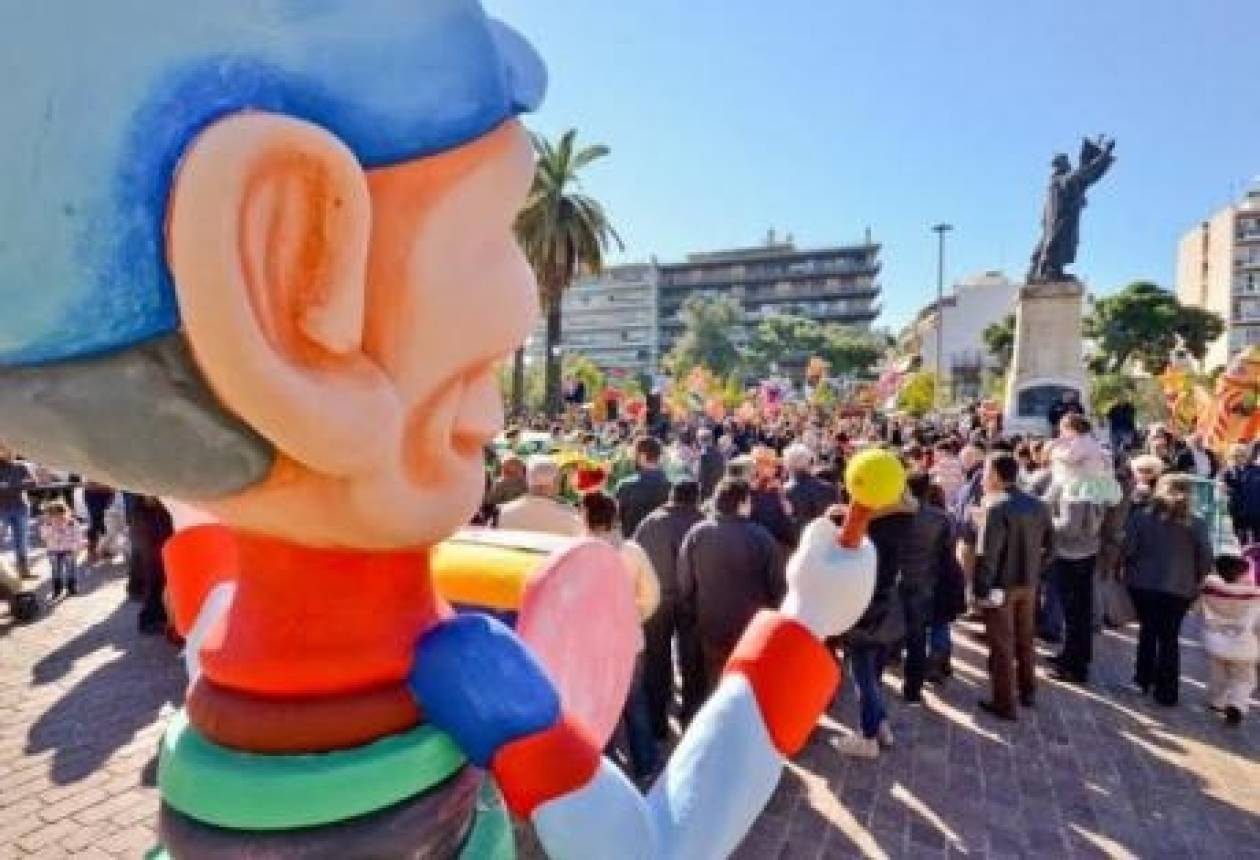 Πάτρα: Καρναβαλικό πανηγύρι στην πλατεία