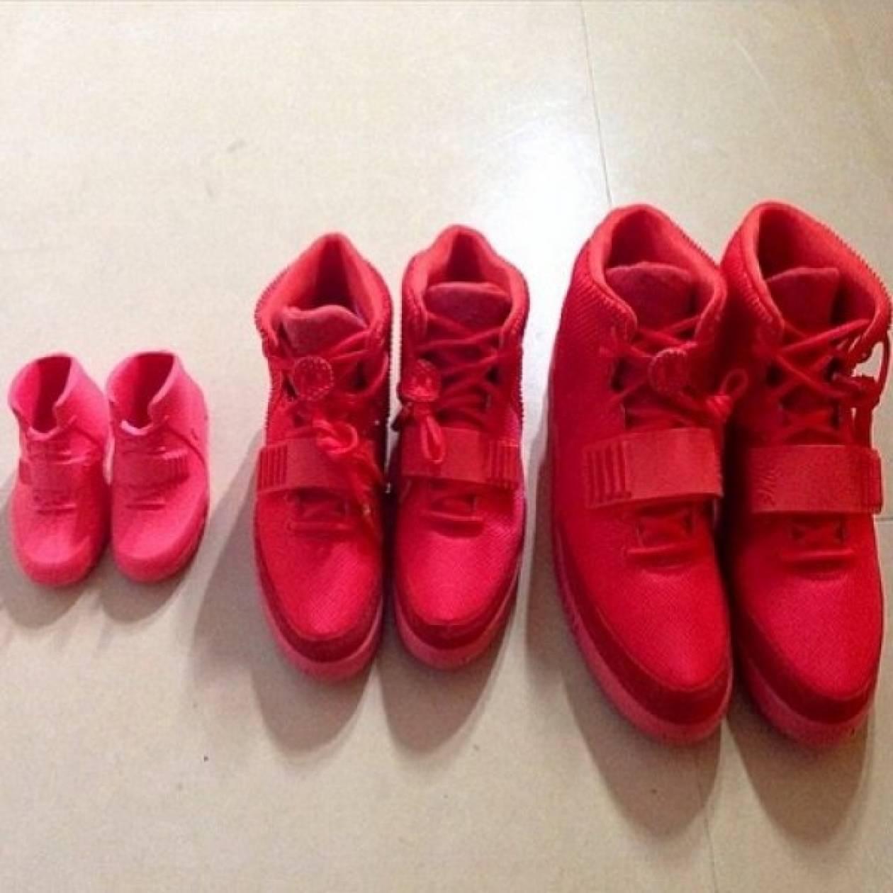 Μπαμπάς, μαμά και κόρη έχουν τα ίδια φούξια αθλητικά παπούτσια!