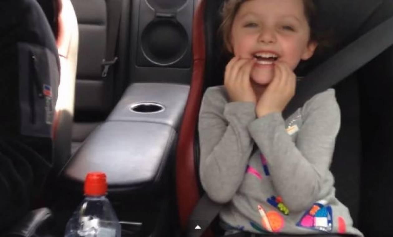 Κοριτσάκι ζητάει από τον μπαμπά να οδηγήσει γρήγορα!