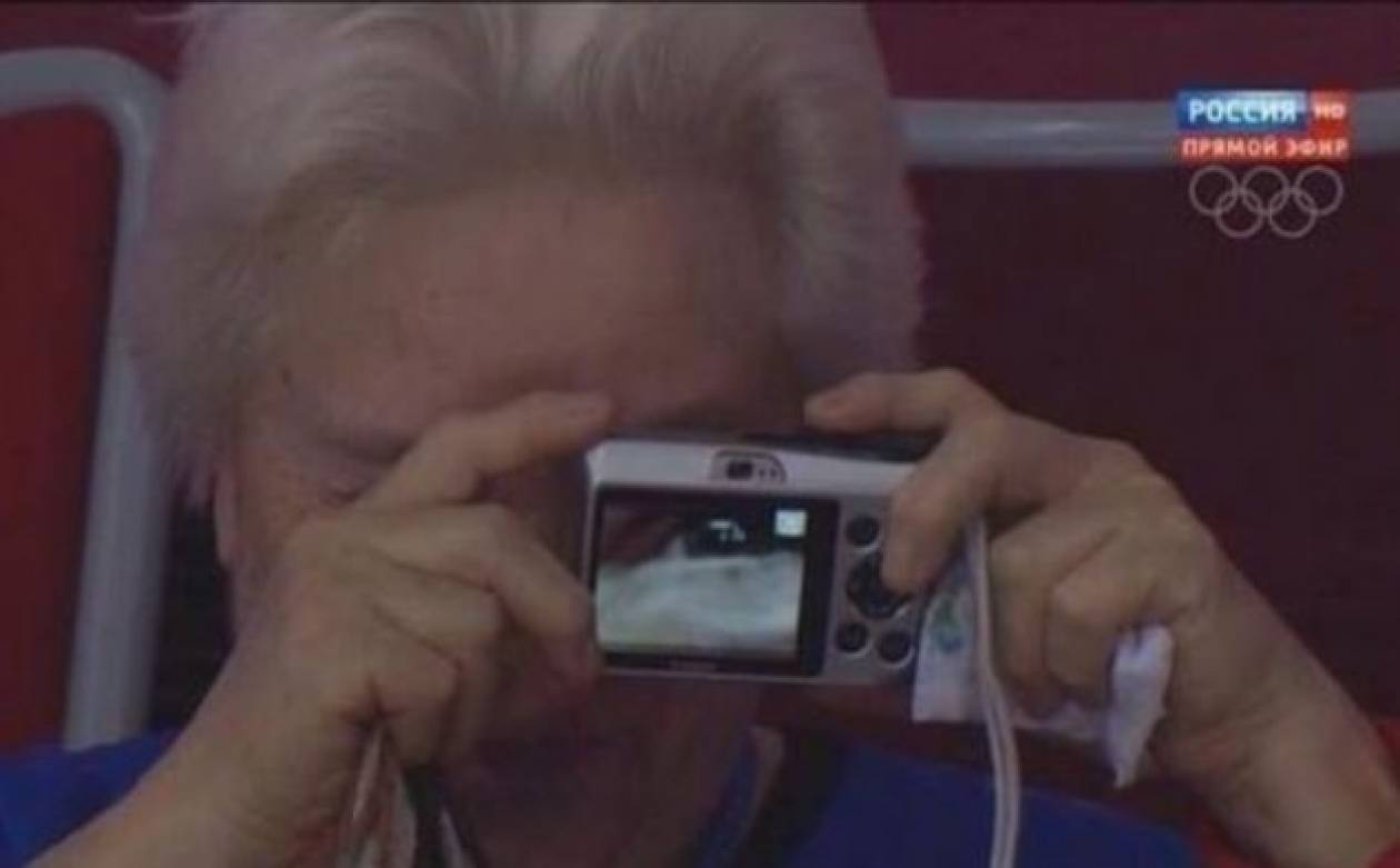 Εεεεεεεε…κρατάς ανάποδα τη φωτογραφική μηχανή!