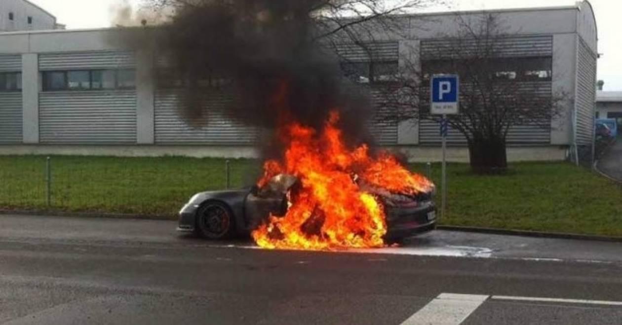 Η καινούργια Porsche 911 GT3 σε καυτές καταστάσεις