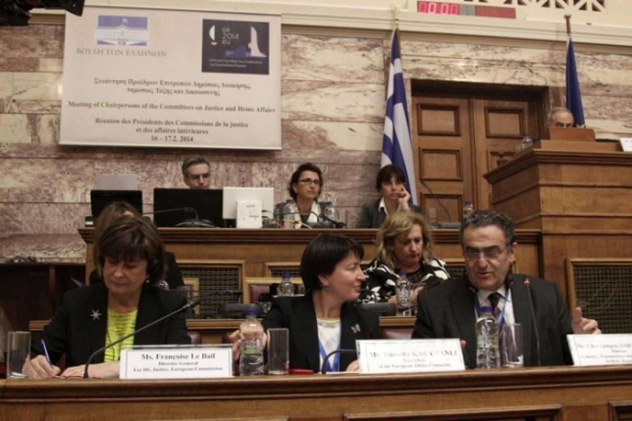 Ανήσυχη από τα φαινόμενα εξτρεμισμού στην Ελλάδα η ΕΕ