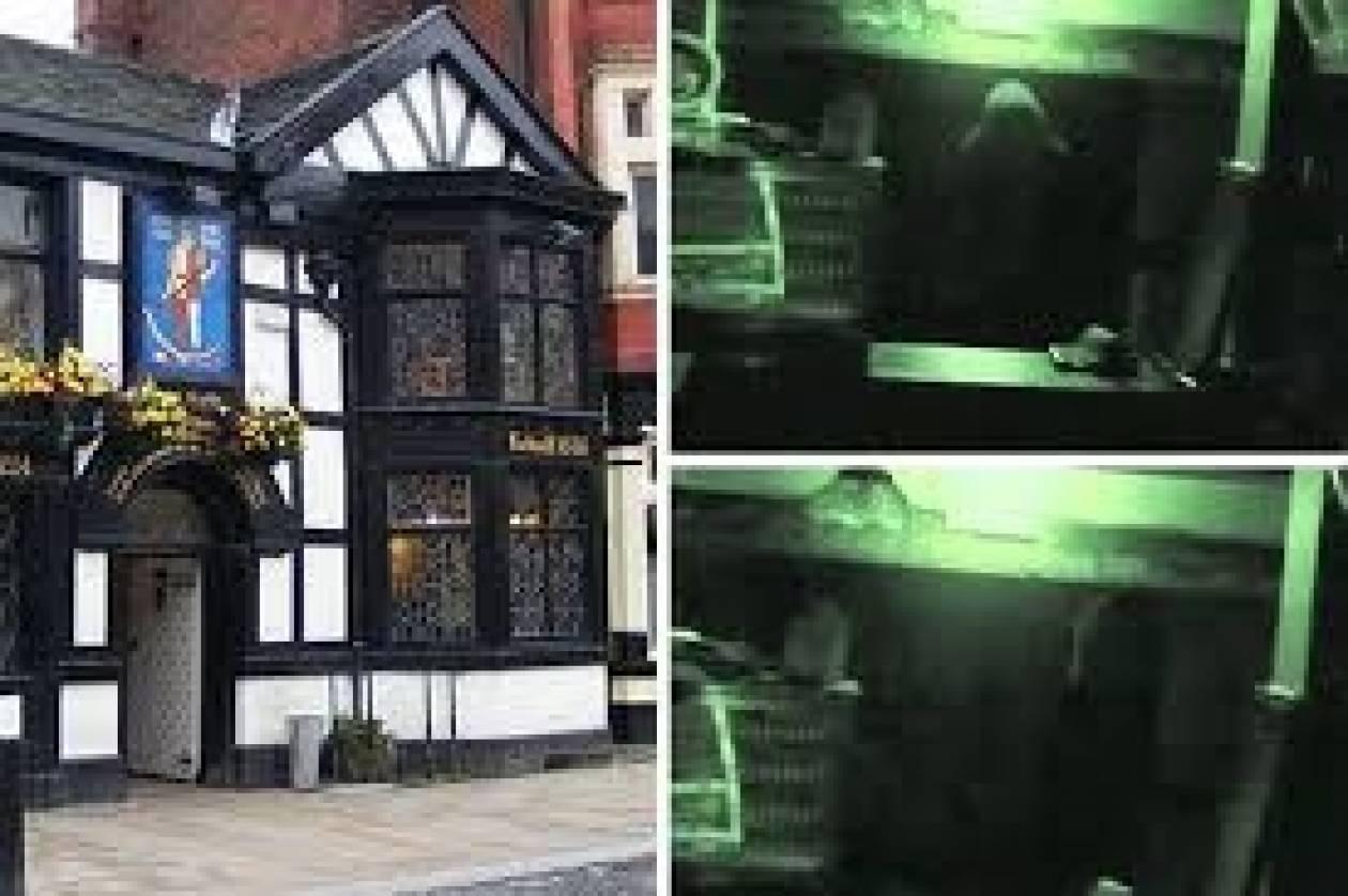 Βίντεο: Κάμερα ασφαλείας κατέγραψε φάντασμα σε pub 763 ετών!