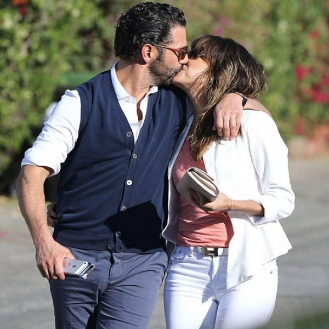 Τα παθιασμένα φιλιά της Eva Longoria στο δρόμο