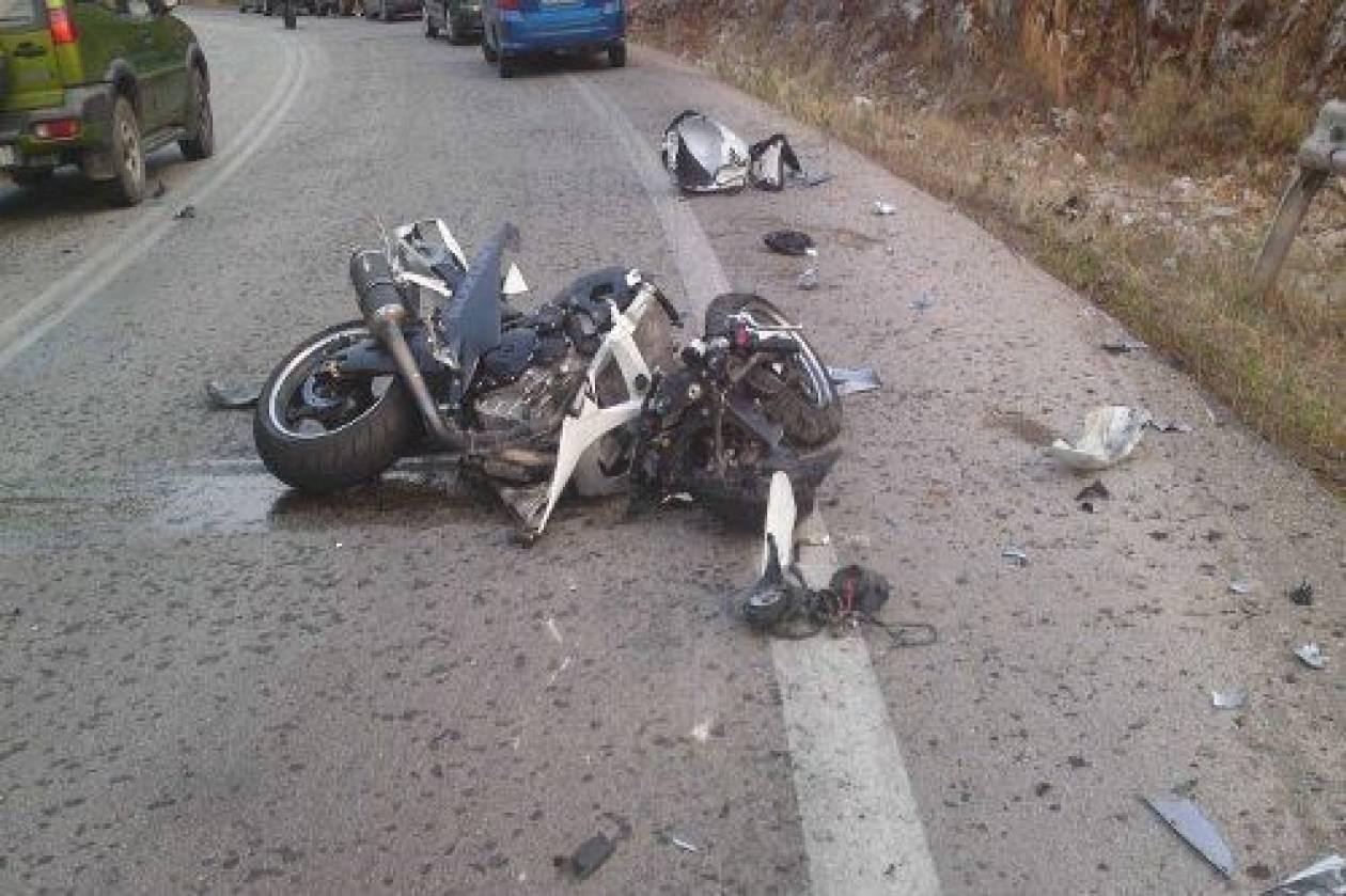 ΠΡΙΝ ΛΙΓΟ: Πέρασε με κόκκινο και χτύπησε δυο μοτοσυκλετιστές