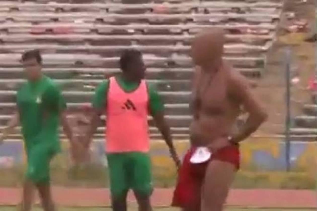 Περού: Προπονητής εμφανίστηκε με κόκκινο εσώρουχο! (video)