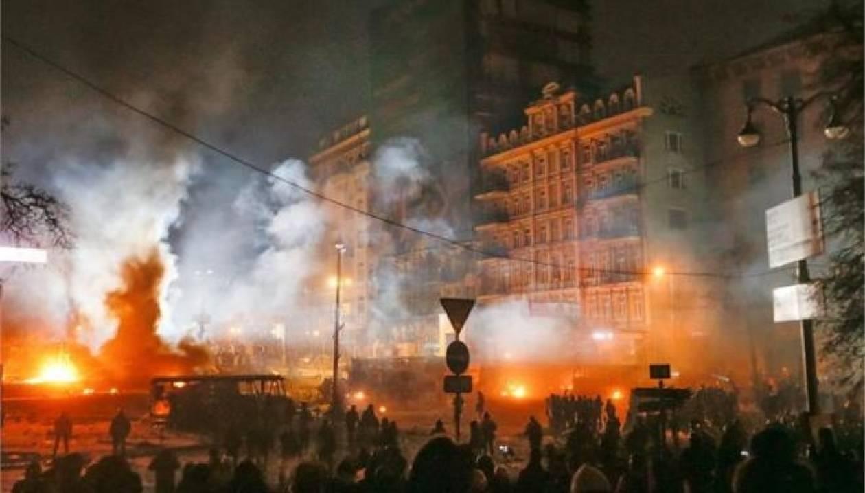 Ουκρανία: Στους 14 οι νεκροί από το αιματοκύλισμα-Κατεβαίνουν άρματα