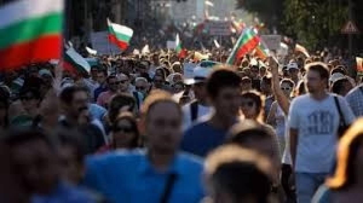 Οι μισοί Βούλγαροι θέλουν πρόωρες εκλογές