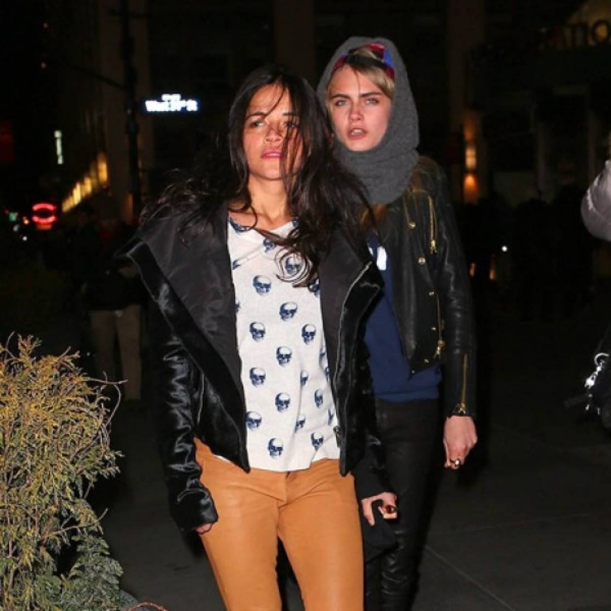 Η Cara Delevingne είναι επίσημα ζευγάρι με τη Michelle Rodriguez
