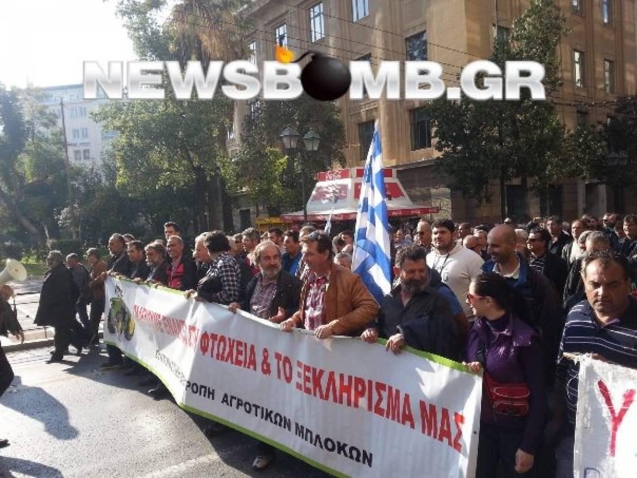 Ολοκληρώθηκε η συγκέντρωση διαμαρτυρίας των αγροτών έξω από τη Βουλή