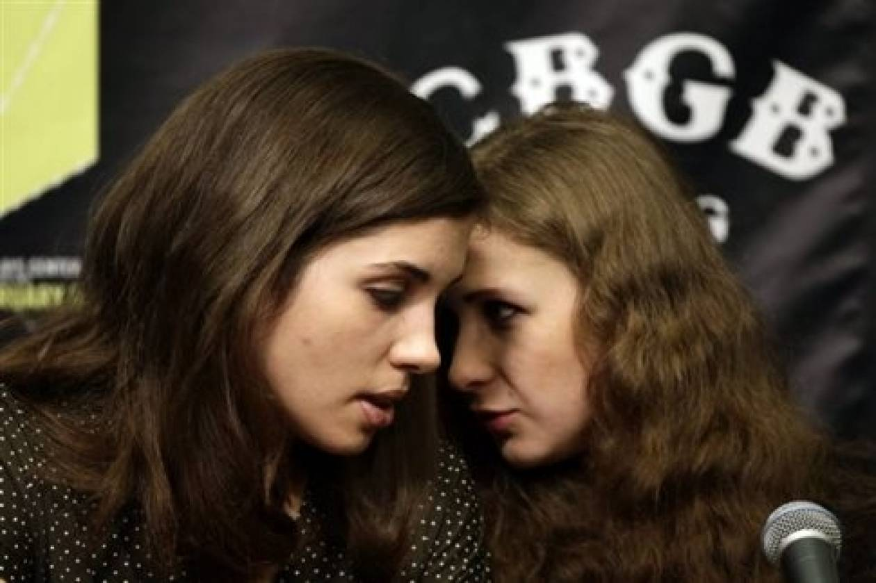 Οι Pussy Riot κατήγγειλαν ότι Κοζάκοι τις χτύπησαν με μαστίγια