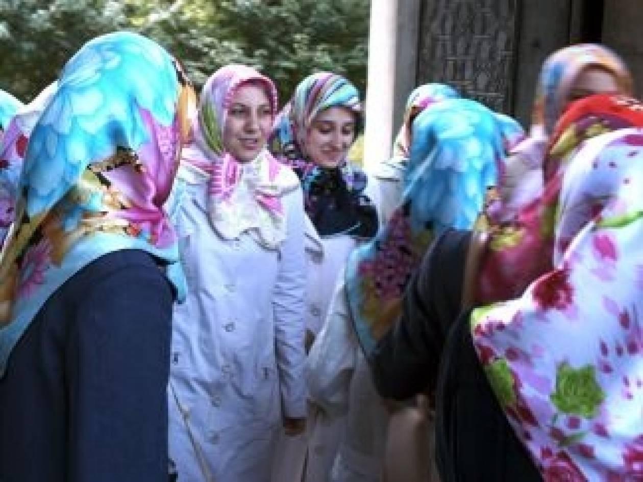 Ισλαμιστές αντάρτες επιχειρούν να επιβάλλουν τη μαντίλα στις γυναίκες