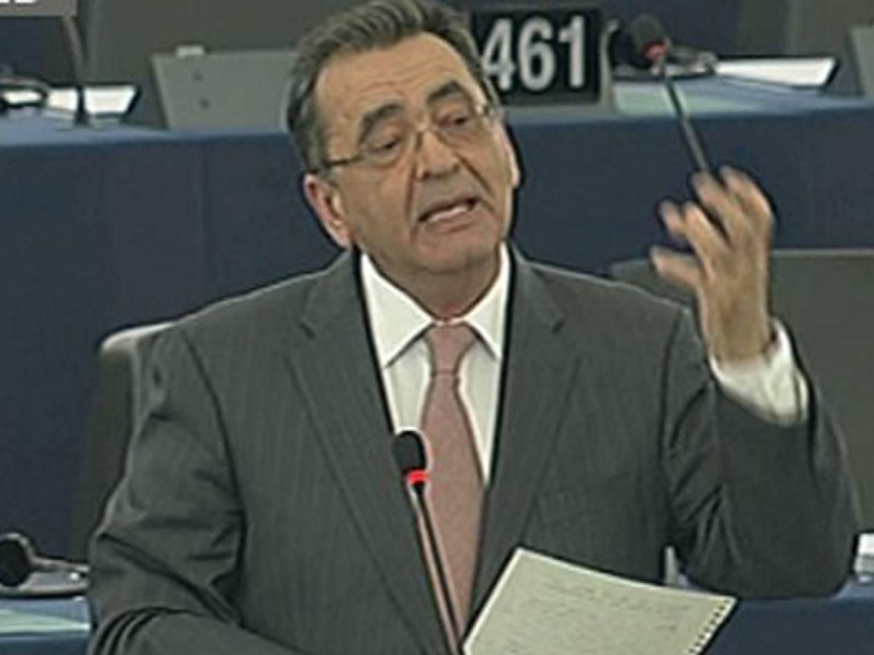 Αλεχάντρο Σέρκας: Ποιοι «απειλούν» τον Ευρωβουλευτή