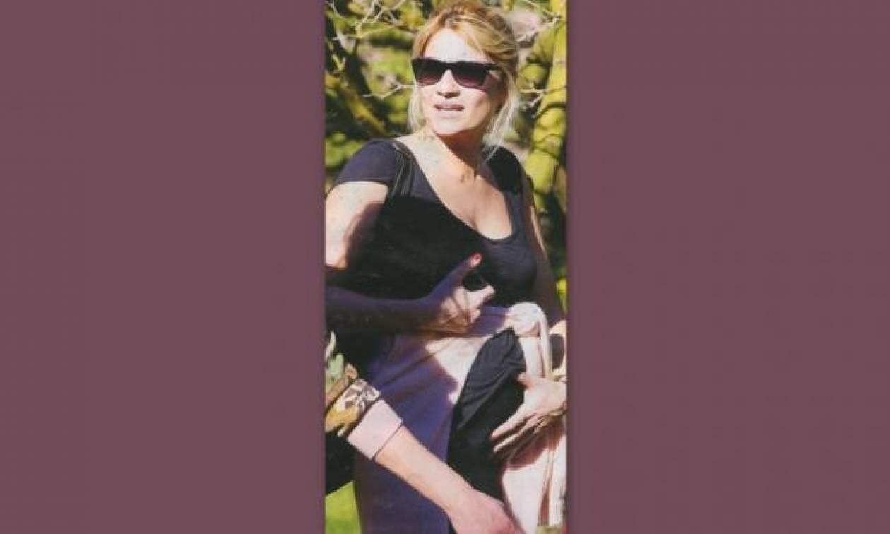 Φαίη Σκορδά: Το τρυφερό χάδι στην κοιλίτσα της!