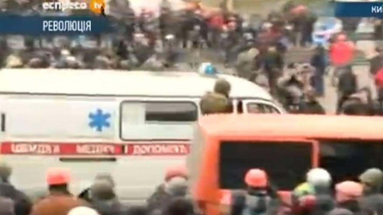 Κίεβο: Ασθενοφόρα στην πλατεία Ανεξαρτησίας - Νέοι τραυματίες (pics)