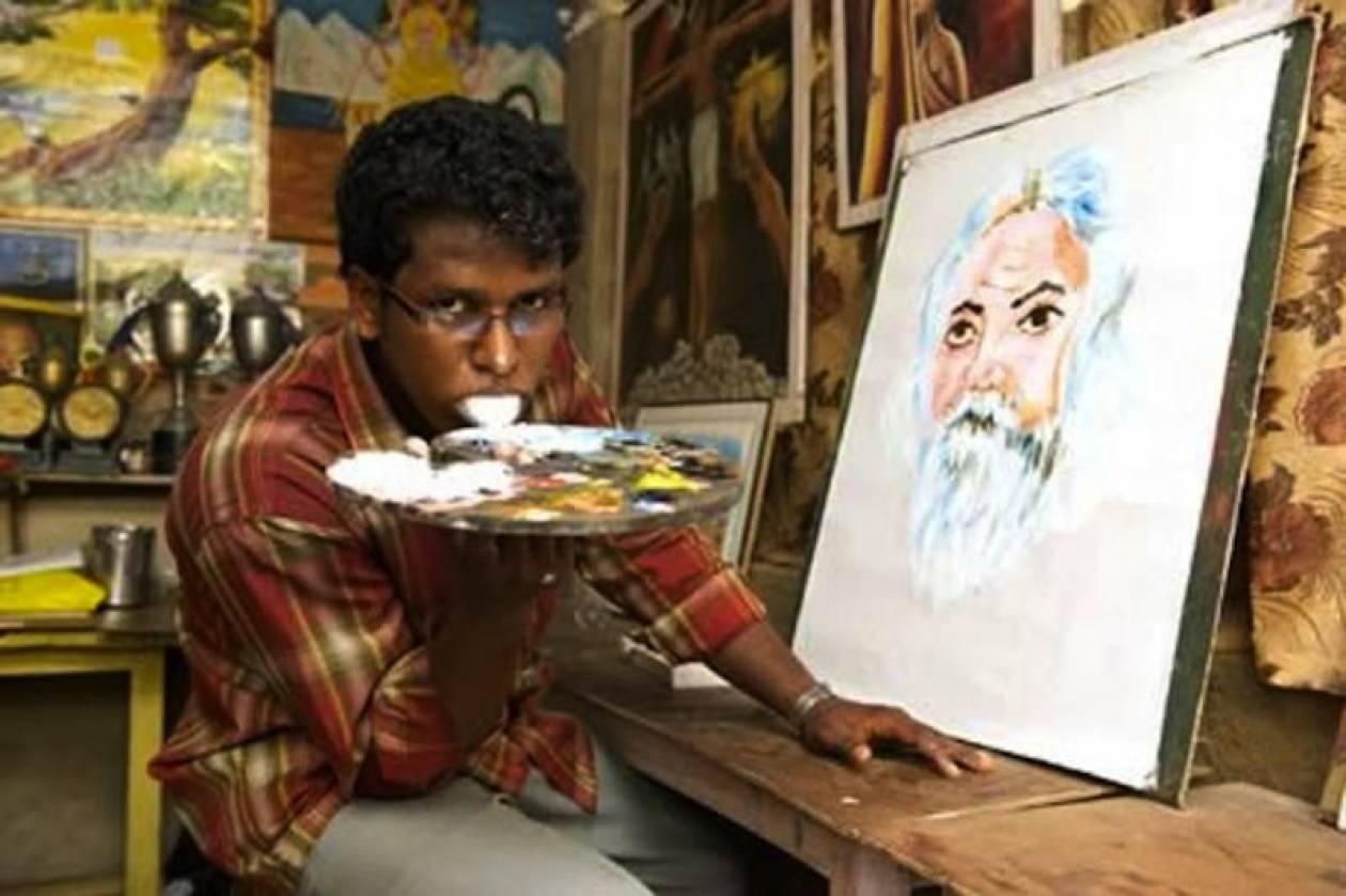 Ζωγραφίζει πίνακες με τη γλώσσα! (vid)