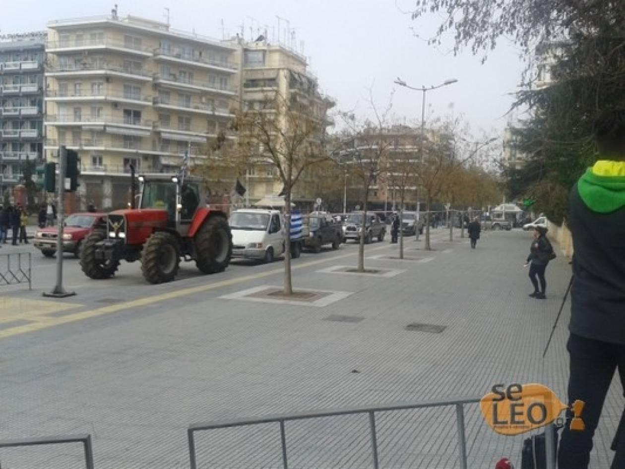 ΤΩΡΑ: Σε εξέλιξη η πορεία των αγροτών στο κέντρο της Θεσσαλονίκης